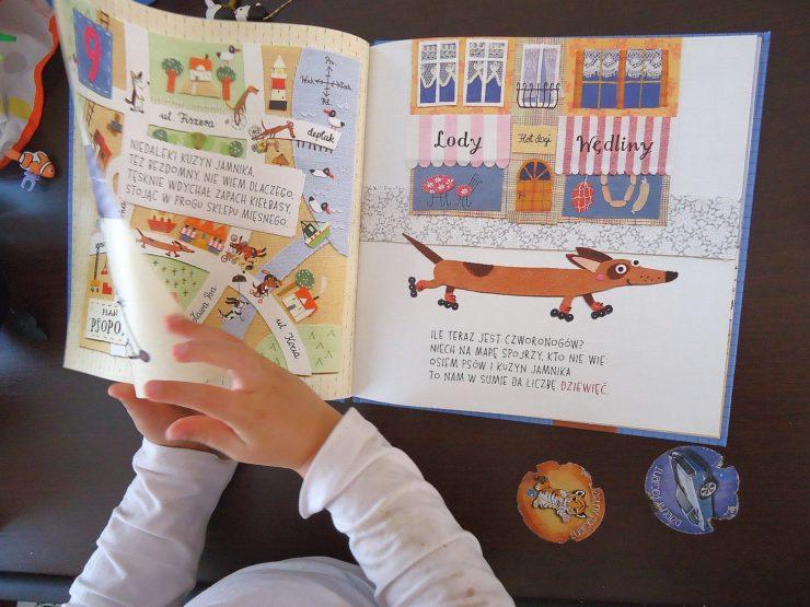 """przykładowa strona książki """"Liczypieski"""""""